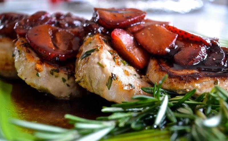 Pork, dinner, so good, eat clean, Sara Stakeley, strawberries, balsamic vinegar , rosemary, dinner, easy, quick, working mom, working women, 20 minutes, YUMMY,