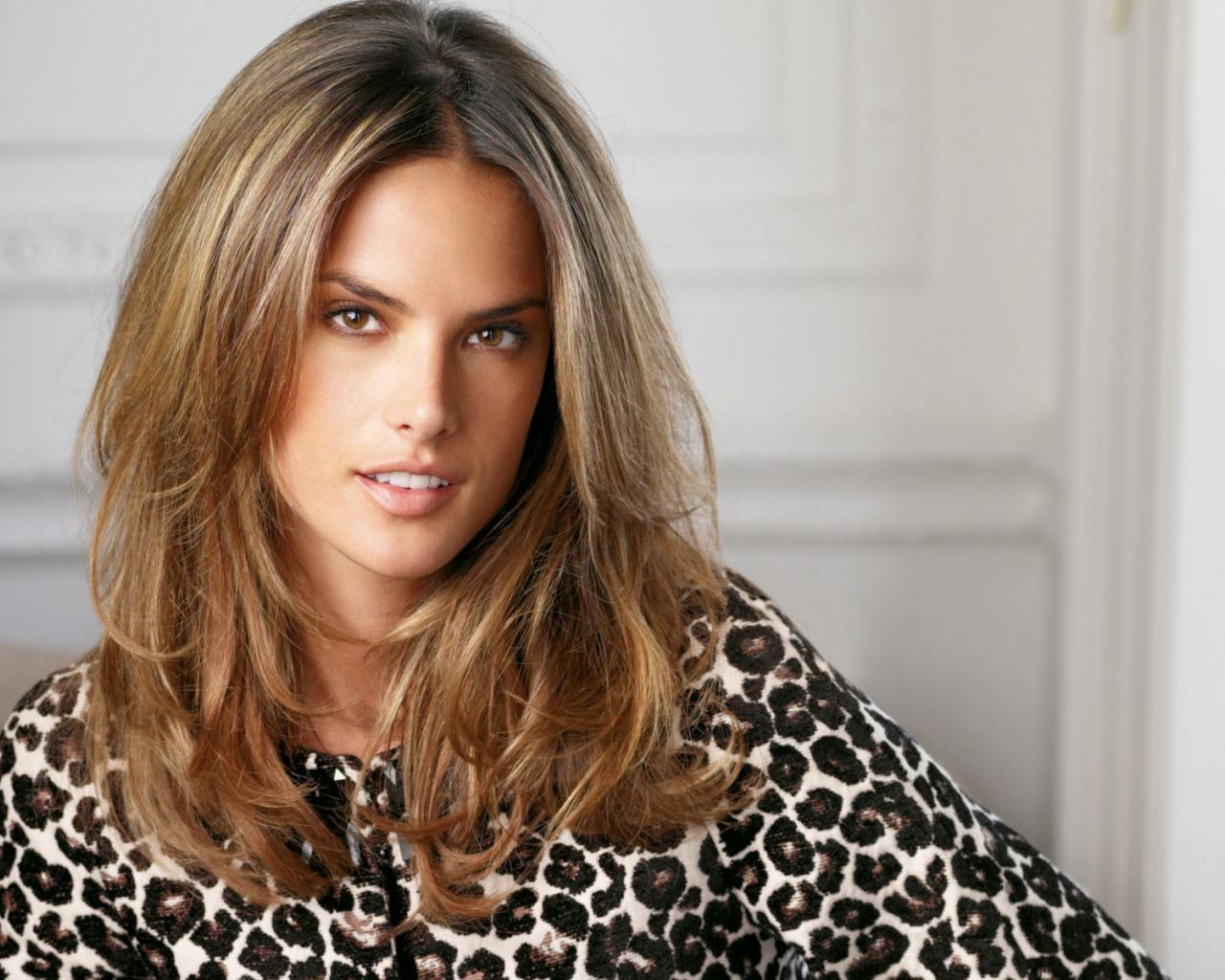 http://1.bp.blogspot.com/-OeAHMLc_x10/Tw6CWFbvPUI/AAAAAAAACBc/N-tT0QnNsqE/s1600/Alessandra-Ambrosio-funny-photos.jpg