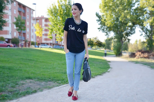 look-denim-blanco-negro-black-white-casual-jeans-slippers-blogger