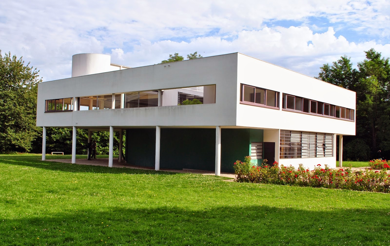 le corbusier villa savoye The villa savoye is considered the paradigm of the house as a 'machine à habiter', as well as the archetype of the international architecture and a new way to build a residential buildings in the xx century.