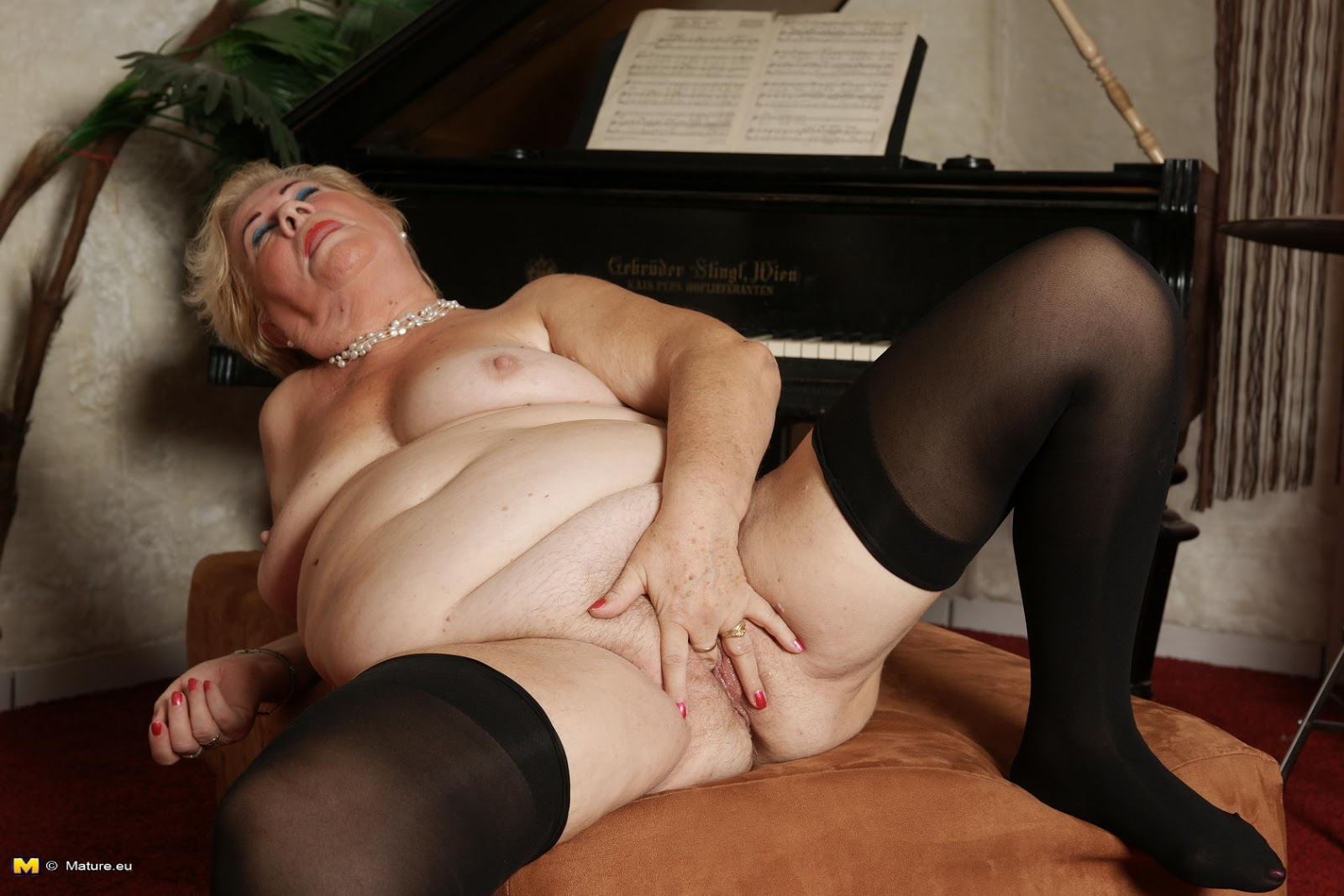 Порно про бабушек жирных