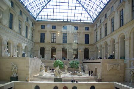 Ici on parle fran ais note culturelle lieux et monuments for Louvre interieur