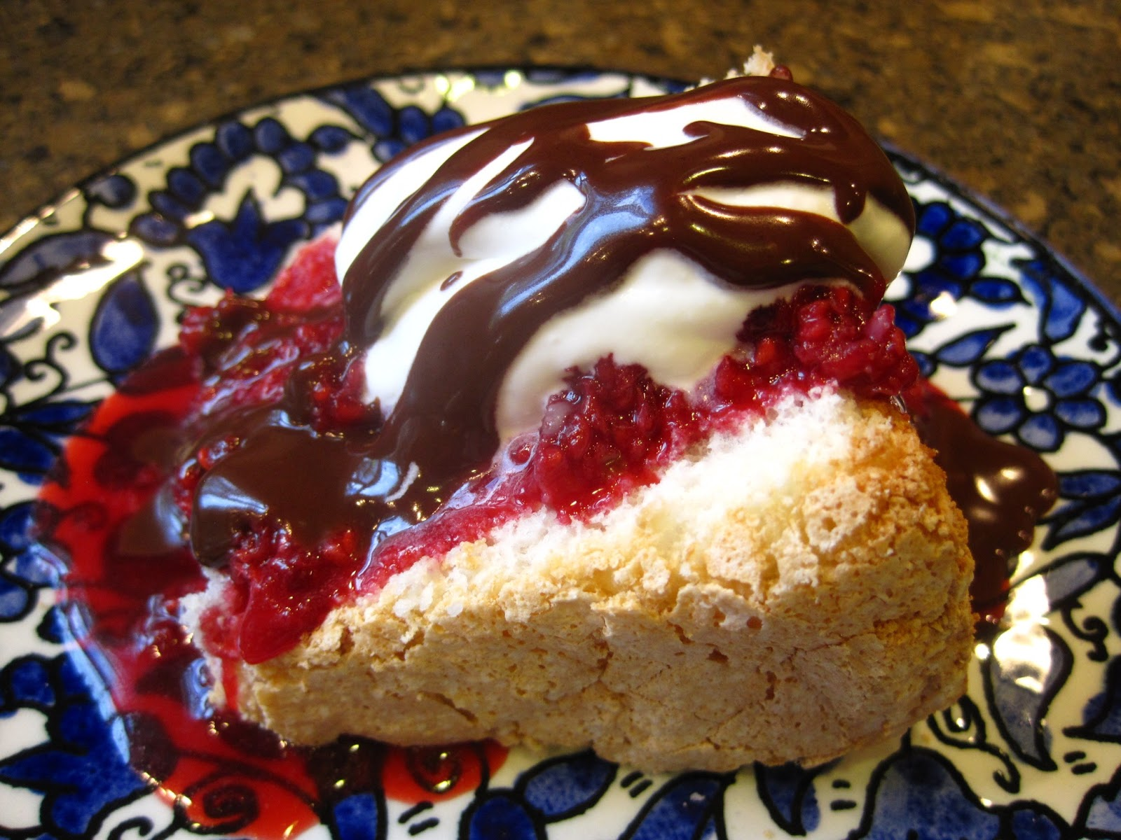 Angel food cake mama monsons kitchen this cake has almost no fat one slice 110th of the cake is 165 calories without toppings and even plain it is super good forumfinder Gallery