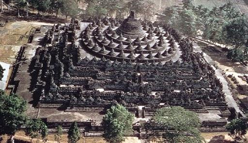 Borobudur tempat wisata terpopuler Indonesia versi TripsAdvisor.