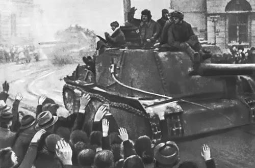 Hace 70 años las tropas soviéticas liberaron el campo de concentración de Auschwitz  Soviets_liberating_lodz