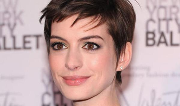 Isabel gemio con pelo corto