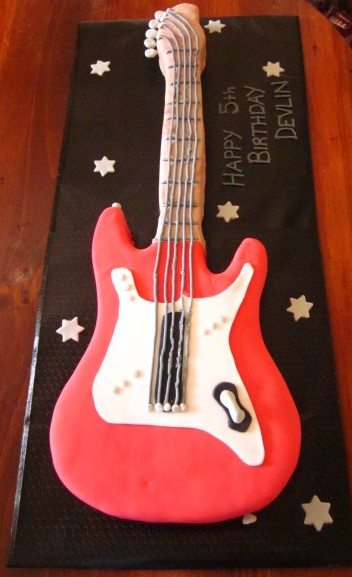 Birthday Cake Guitar Design With Name : Second Generation Cake Design: Guitar Rock Star Birthday Cake