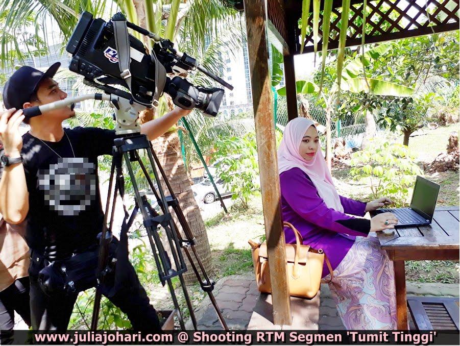 JULIA JOHARI BEHIND THE SCENES PERSONALITI UNDANGAN RANCANGAN 'TUMIT TINGGI' EP. 2 RTM TV1