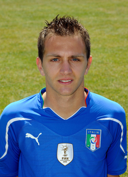 İtalyan savunucusu Domenico Crisito 21