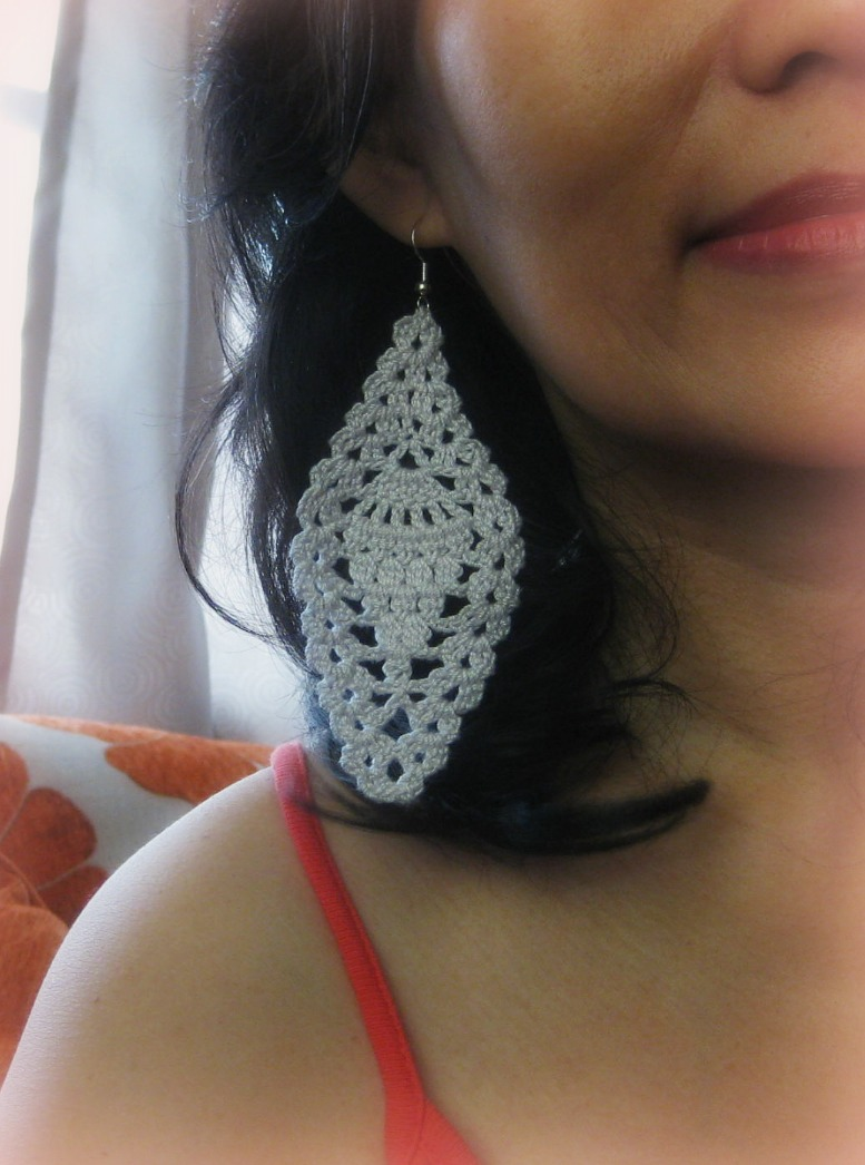 Free Crochet Patterns For Earrings : Crochet and Other Stuff: Pineapple Motif Earring - free ...