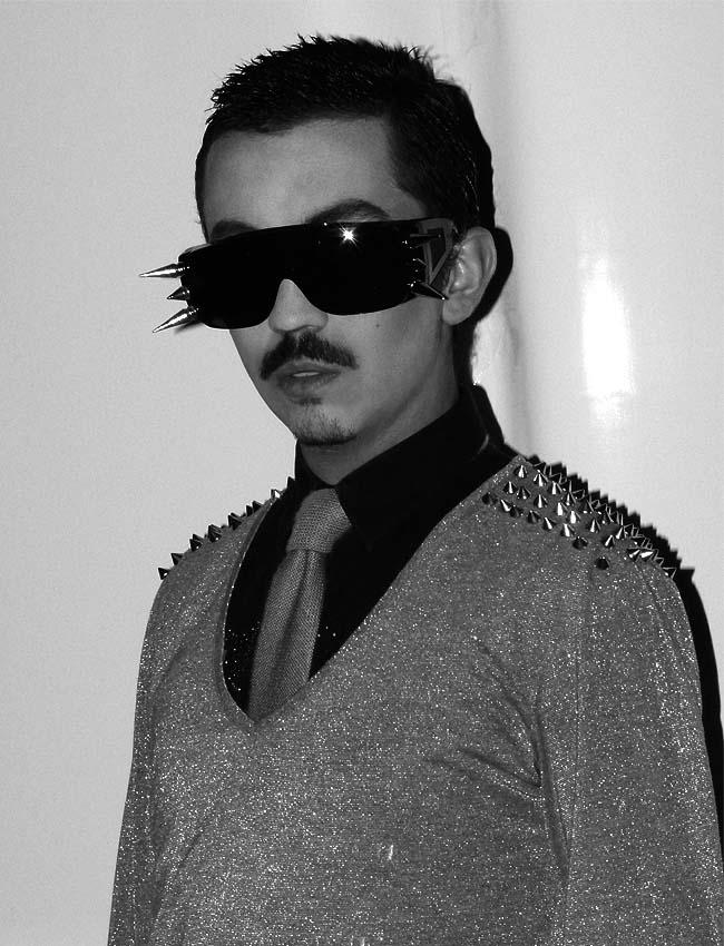 studs-shine-tie-clothing-men-punk-sunglasses-como-una-aparición-moda-bogotá