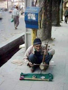 بنـــــواز پیرمــرد ...  شــاید آن آهـنِ پشتِ سرت از شــــرمِ صـدای سـازت آب شـــود !