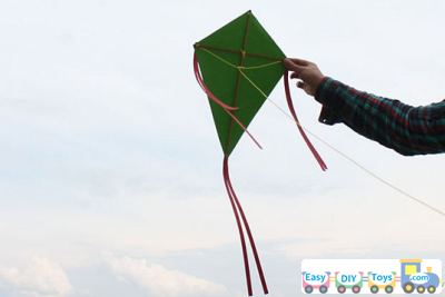 Idea Simple Homemade Kite playing This Summer