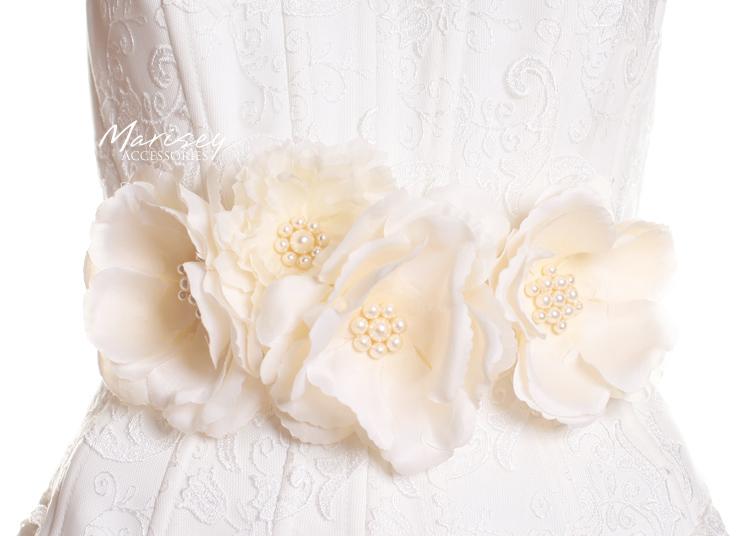 kwiatowy pasek z perełkami