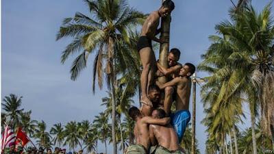 Panjat Pinang dan Balap Karung 'Warisan Kolonial yang Tidak Mendidik'