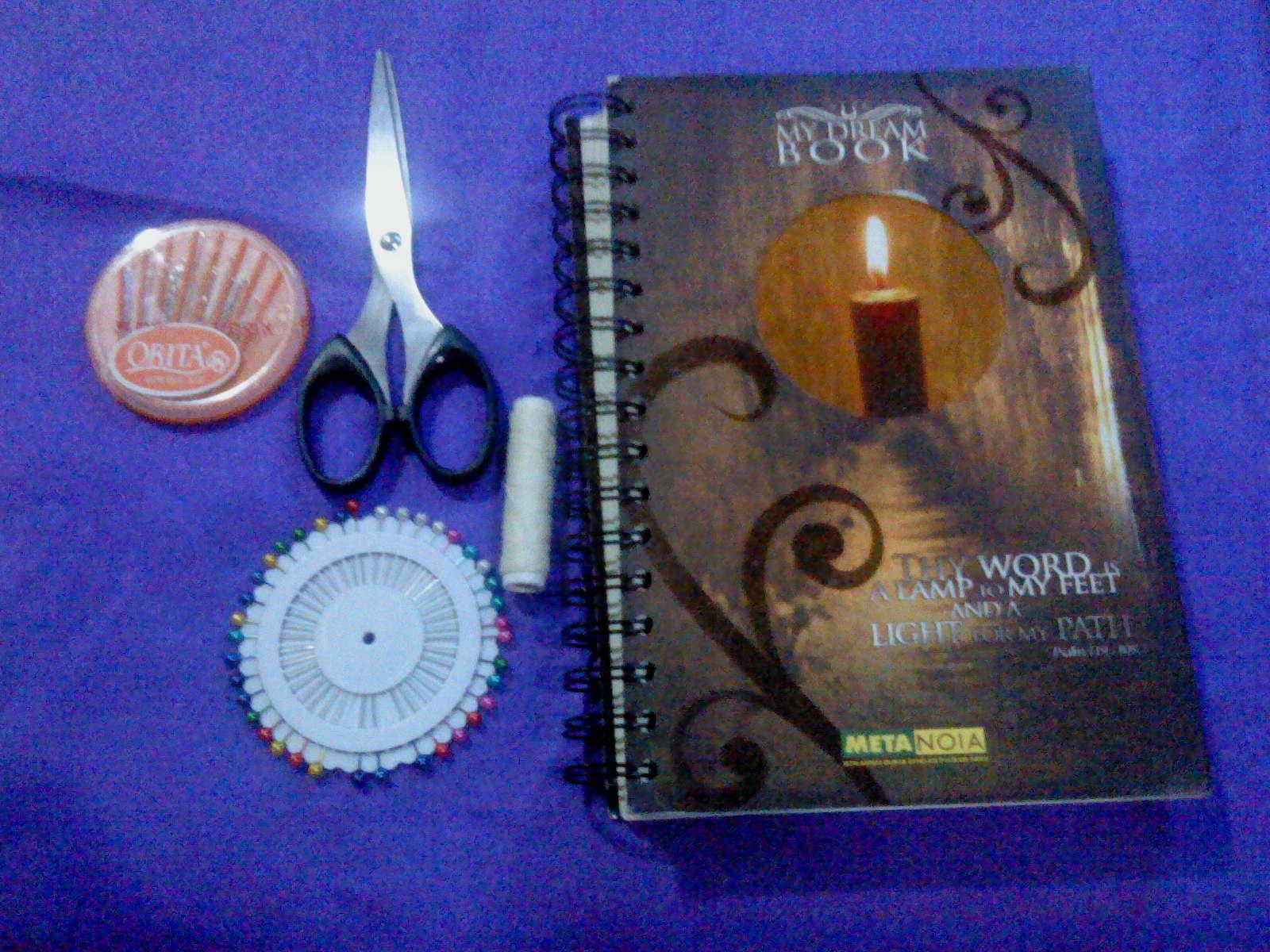 siapin bahan dan perlenkapan jarum benang jarum pentul gunting buku