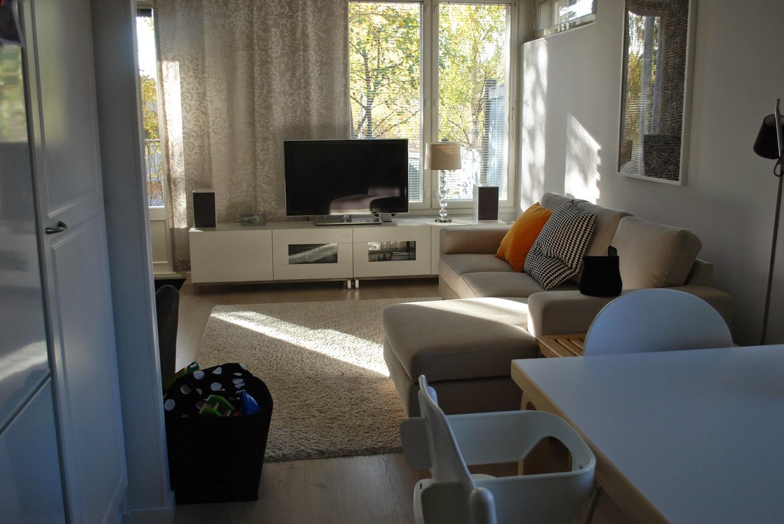 ZUBI'S CORNER Samat huonekalut, kaksi eri olohuonetta