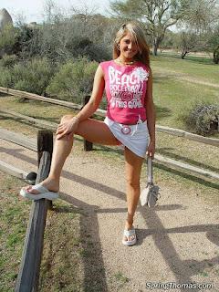 Twerking blondes - rs-girls_771_007-794581.jpg