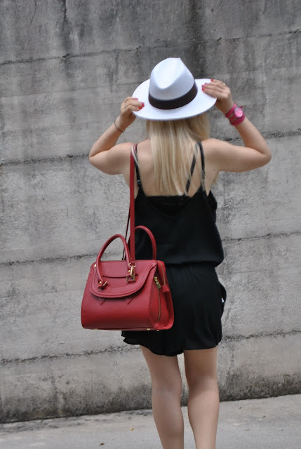 come abbinare la borsa rossa outfit borsa rossa abbinamenti borsa rossa red bag accessori rossi outfit rosso e nero outfit nero e rosso outfit estivi summer outfits outfit giugno 2015 outfit 22 giugno 2015 june outfit rompers how to wear rompers fashion blog italiani blog di moda blogger italiane mariafelicia magno fashion blogger