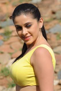 Maanasi  Pictures in Yellow Top Exposing Midriff