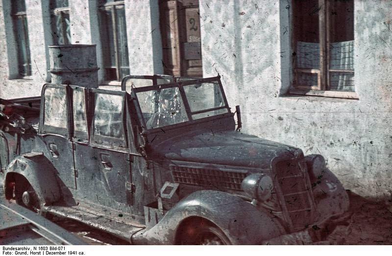 Автомобиль после партизанского нападения в Крыму