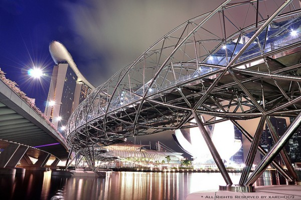 The Helix Bridge, Singapore by Kanyarat Muangkhiao