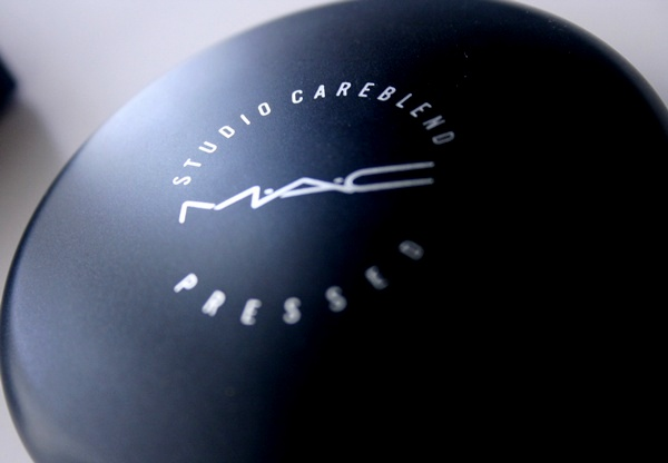 MAC Studio Careblend Powder in Medium Dark