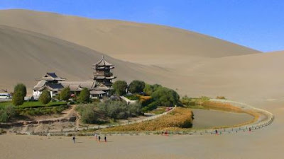 China Berusaha Selamatkan Oasis Bulan Sabit Berusia 2,000 Tahun