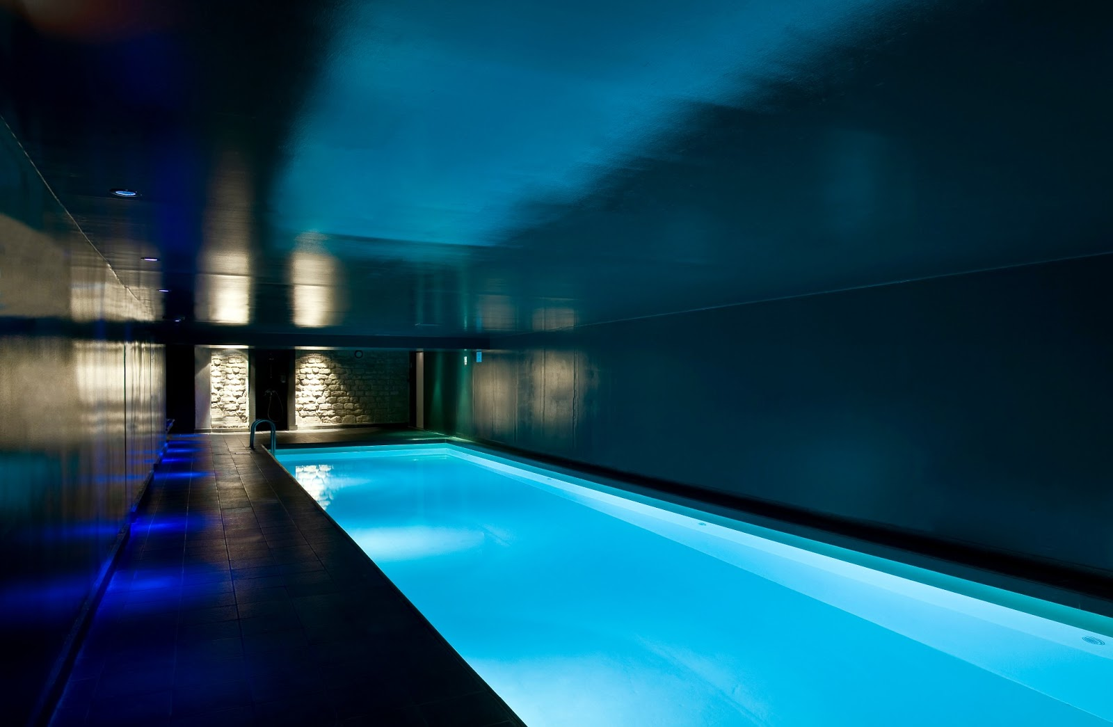 Hammam piscine et spa luxe after the rain au saint for Hotel design paris spa