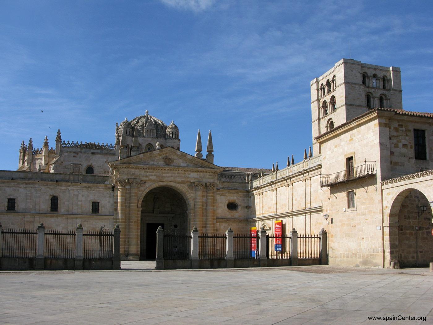 Creo mi viaje el blog para que viajes seg n tus for Catedral de zamora interior