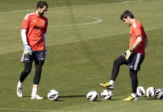 Iker Casillas y Diego Lopez en un entrenamiento con el Real Madrid