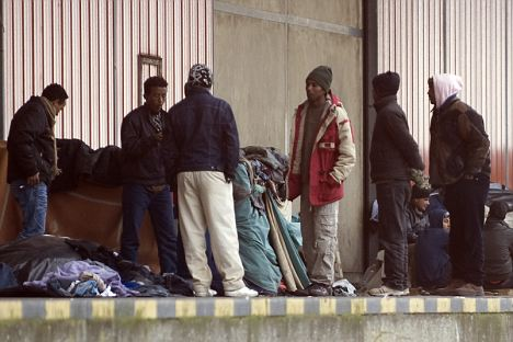 illegal immigrants smuggling themselves into britain