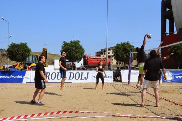 bloggerii craioveni la turneul caritabil de volei pe nisip