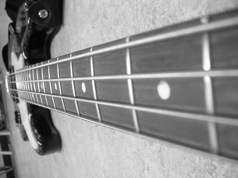 5 String Bass Guitar Lessons : Cheap Electric Guitars   What Happens When I Use Thick Gauge Strings