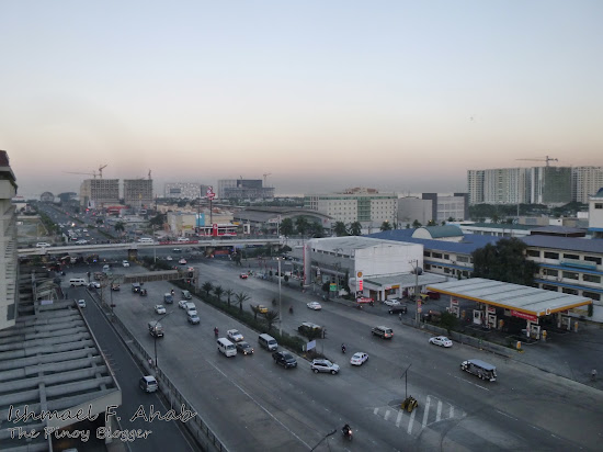 A view of EDSA from Copacabana Apartment Hotel