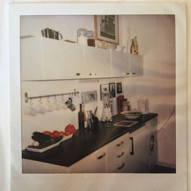 die kunst den alltag zu feiern r ckblick meine erste eigene wohnung. Black Bedroom Furniture Sets. Home Design Ideas