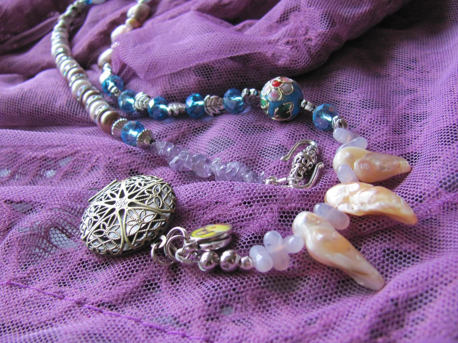 Atelier kijken met andere ogen: een symbolisch en waarde vol, hals ...