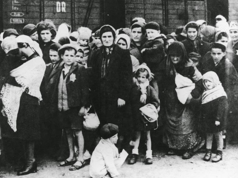 Holocaust, Tragedi atau Fiksi?