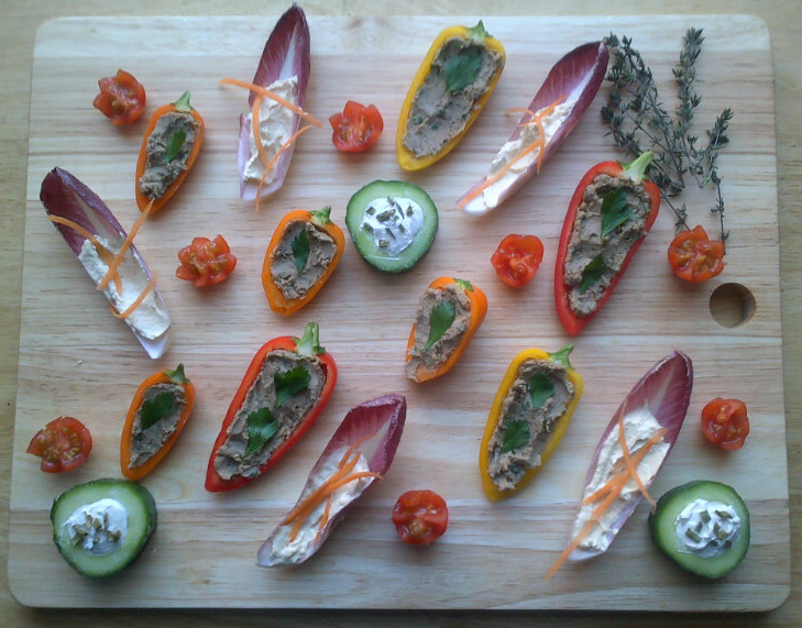 Rocket and roses vegan kitchen vegan canape board for Canape vegan