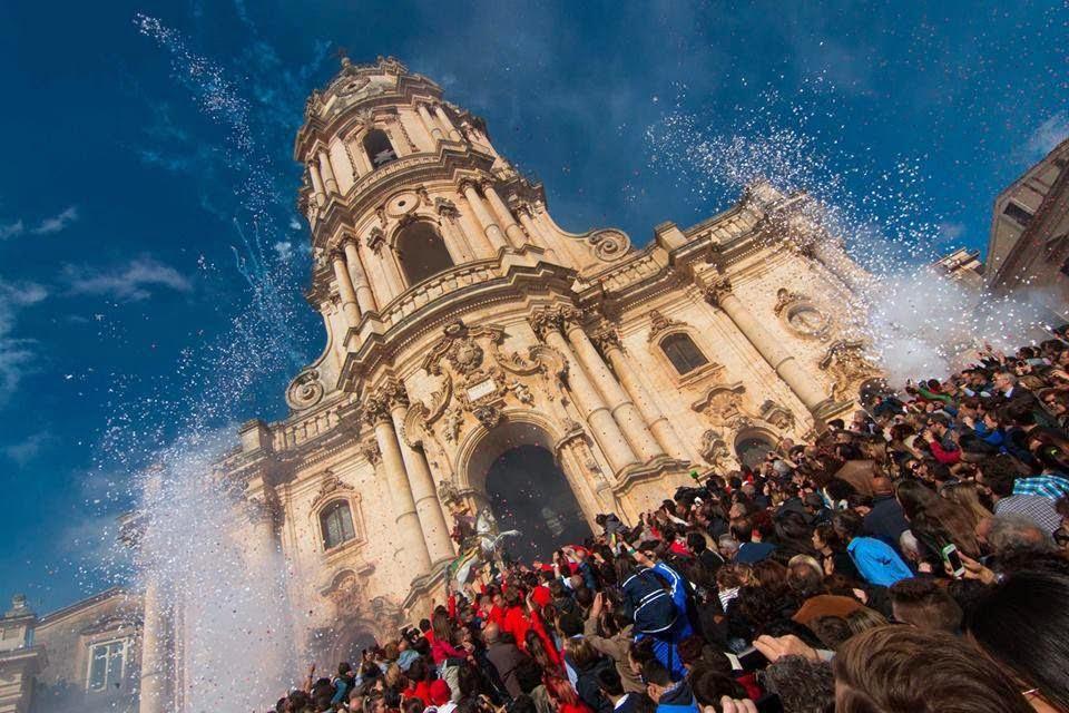 La festa di San Giorgio in una fotografia di Renato Iurato