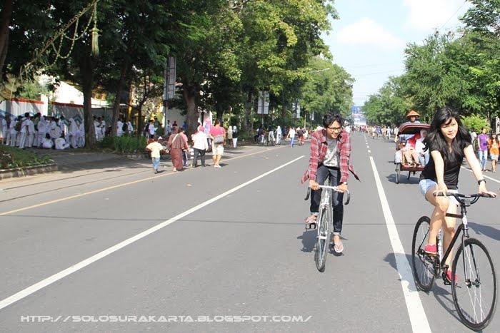 Serunya Bersepeda di Solo Car Free Day
