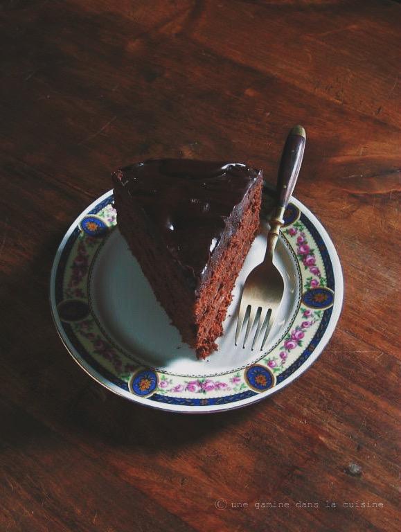 cinnamon + caramel ganache chocolate cake | une gamine dans la cuisine