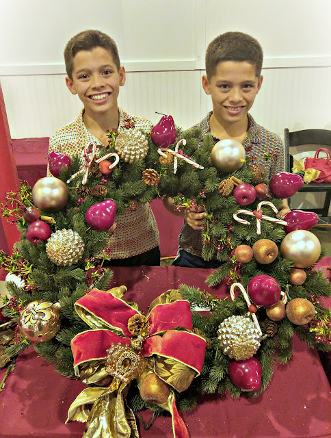 holiday wreath decorating tips