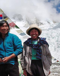 oldest woman reached mount Everest