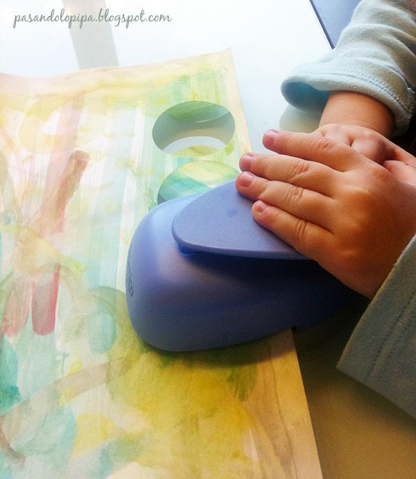 pasandolopipa | mi hija troquelando su acuarela
