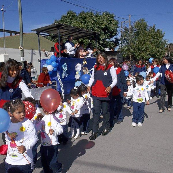 4 desfile de los jardines de infantes y de las for Canciones de jardin de infantes argentina