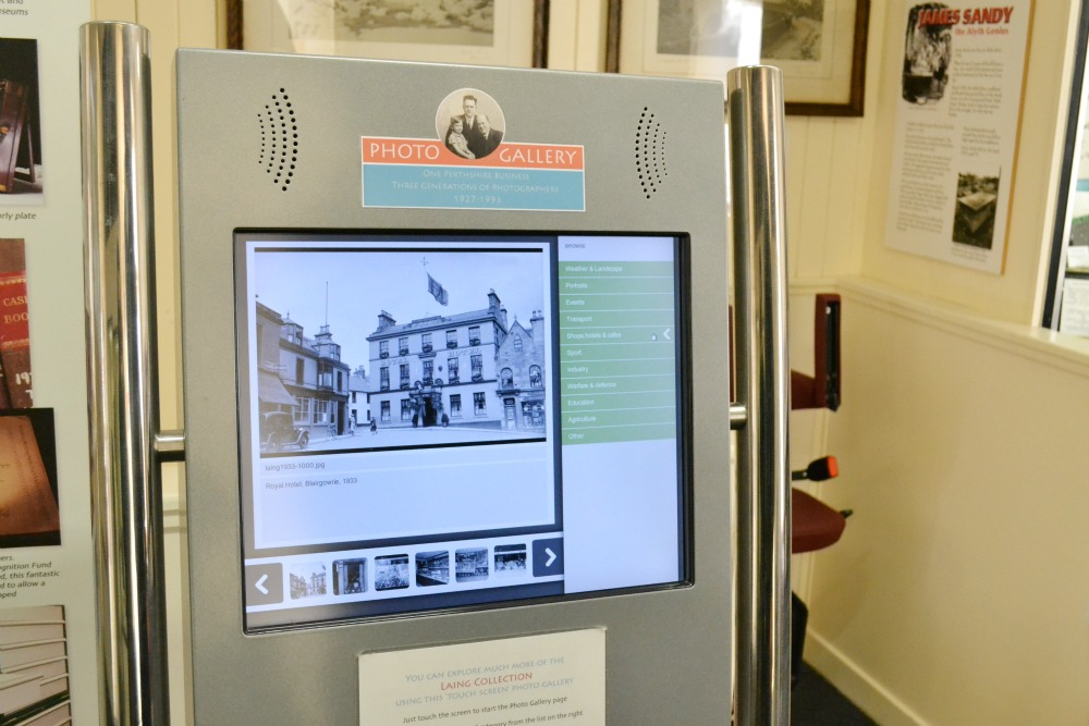 photo display interactive museum
