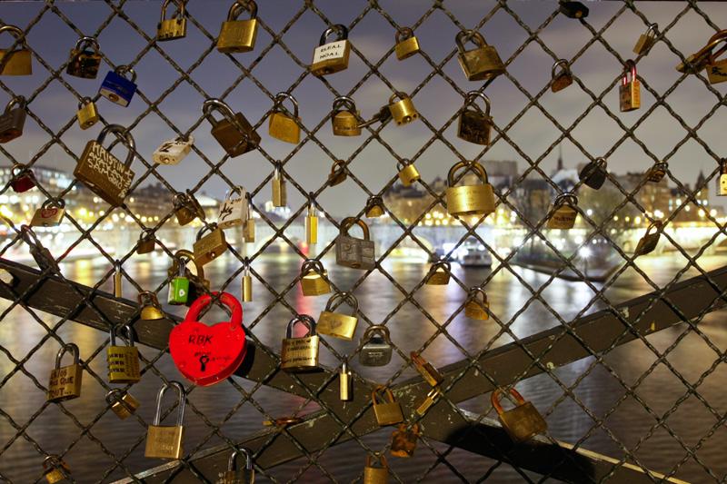 Les moineaux de la mari e un joli symbole - Cadenas amoureux pont paris ...