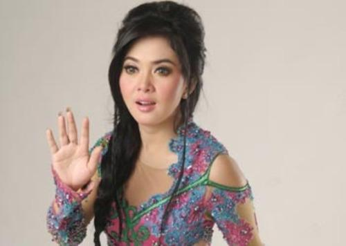 ... kumpulan foto galeri artis cantik Indonesia terbaru dan terpopuler