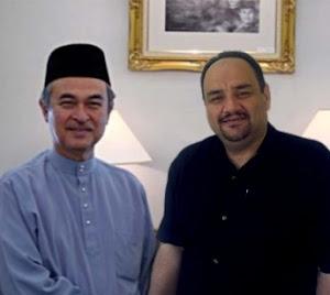 د. رشيد الطوخي مع رئيس الوزراء الماليزي السابق عبد الله بدوي